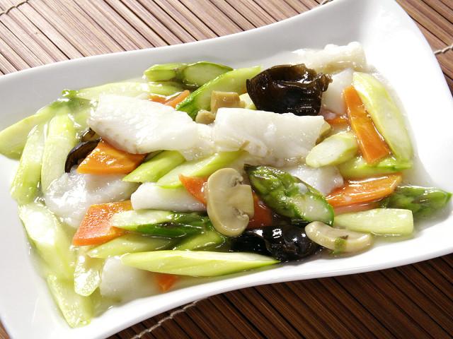 (広東)季節野菜と白身魚のいため
