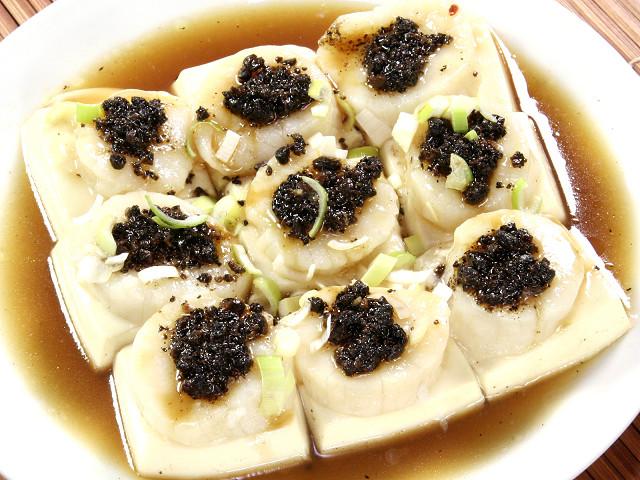 (広東)ホタテのせ豆腐の黒豆蒸し